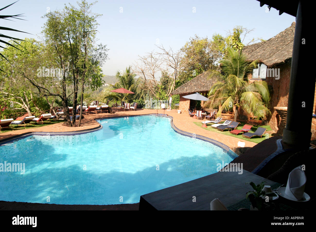 Spettacolare area piscina nel designer Nilaya Hermitage boutique hotel in Goa in India Immagini Stock
