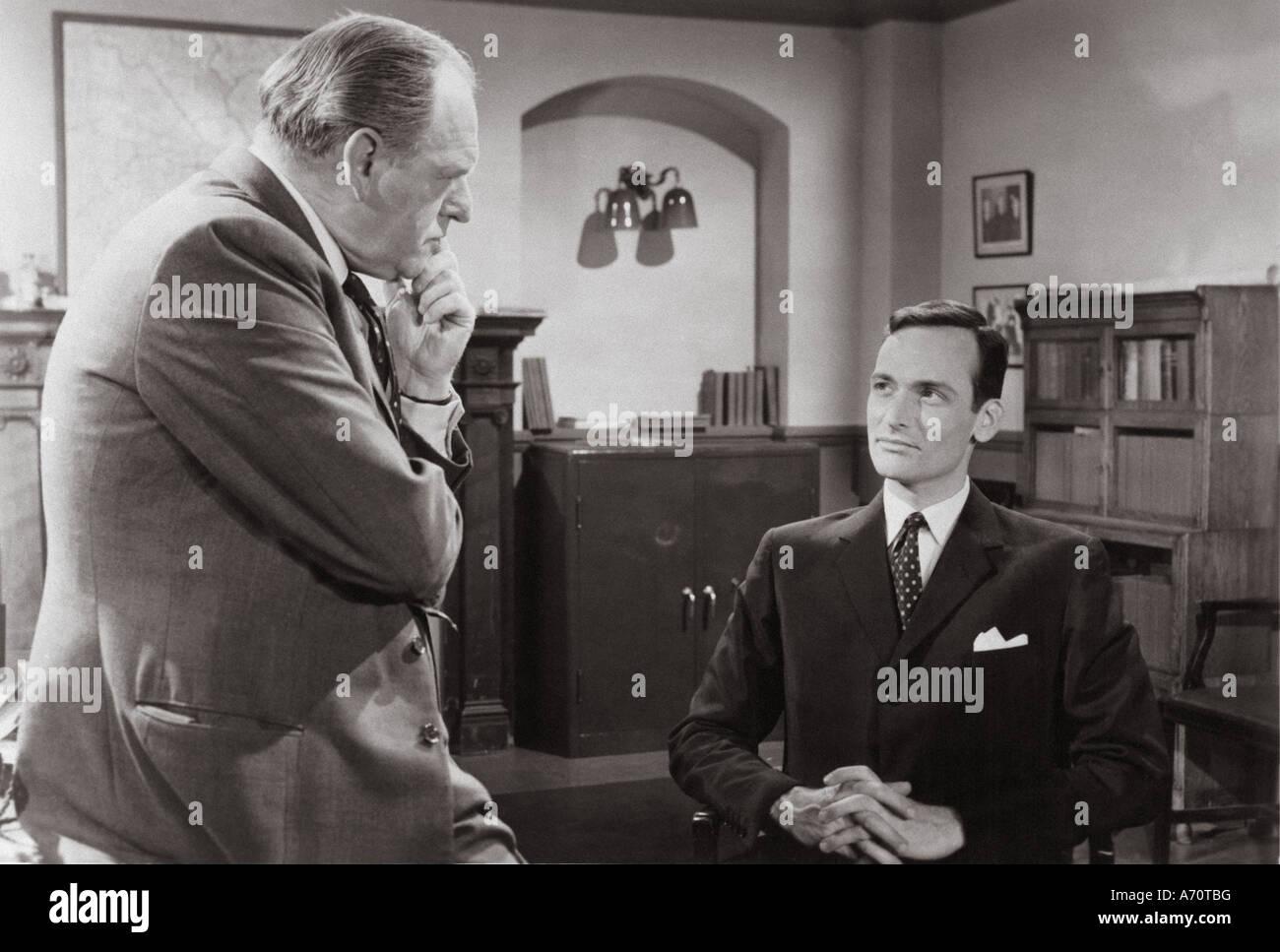 EDGAR WALLACE Mystery Theatre: INDIZIO DEL TWISTED POSSONO UK serie TV 1960 al 1962 con Bernard Lee a sinistra e Foto Stock