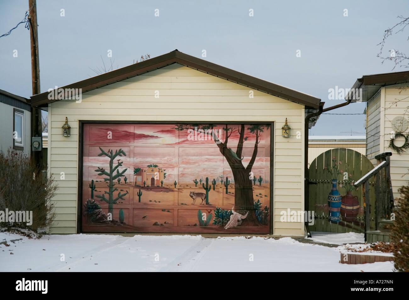 Pittura Murale Sulla Porta Del Garage Foto Stock Alamy