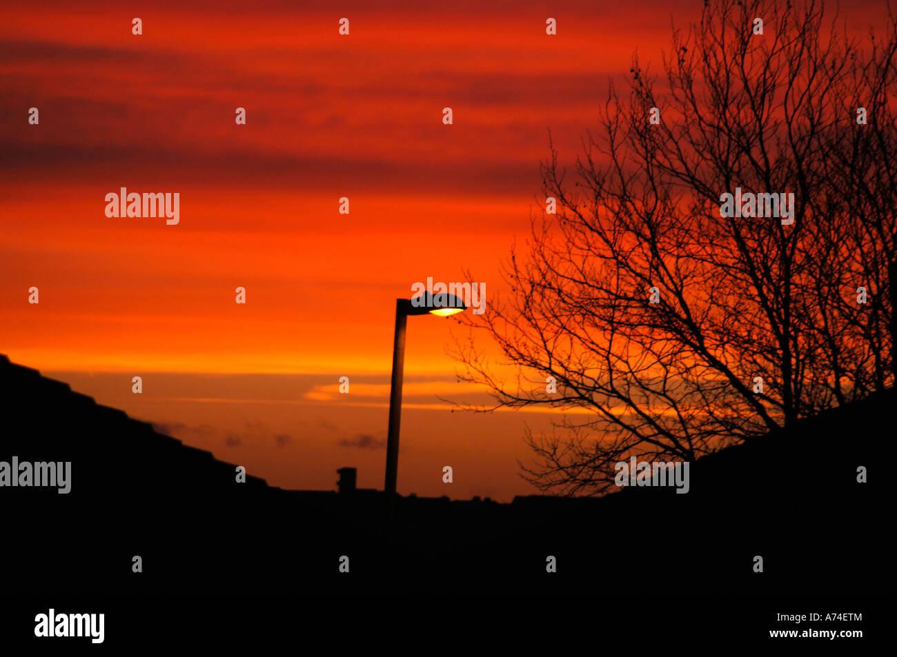Cielo Rosso Di Notte.Urban Sera Cielo Rosso Di Notte Foto Immagine Stock 11721091 Alamy