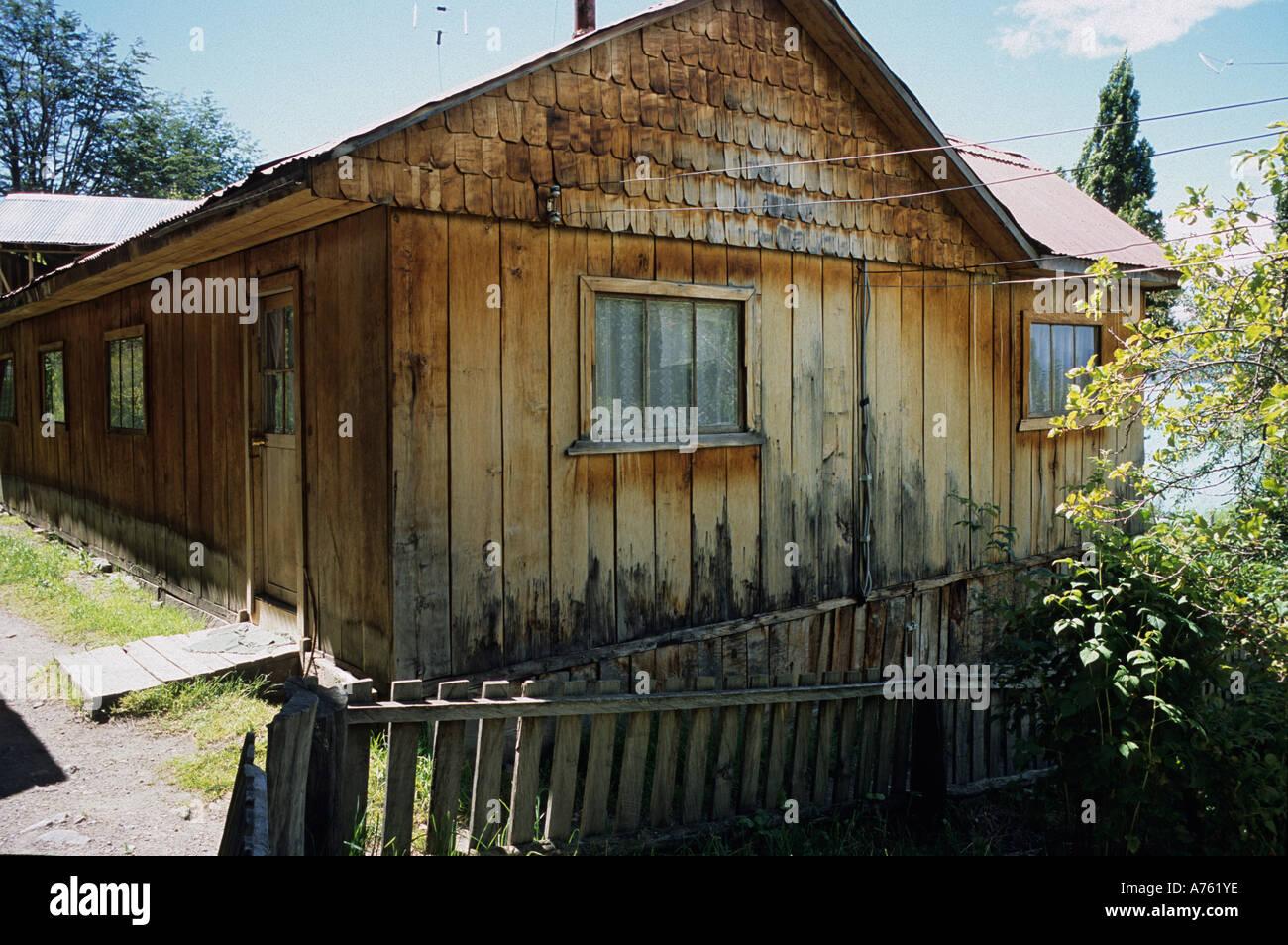 Rivestimento Casa In Legno : Tradizionale casa di legno in patagonia cilena con tetto in legno