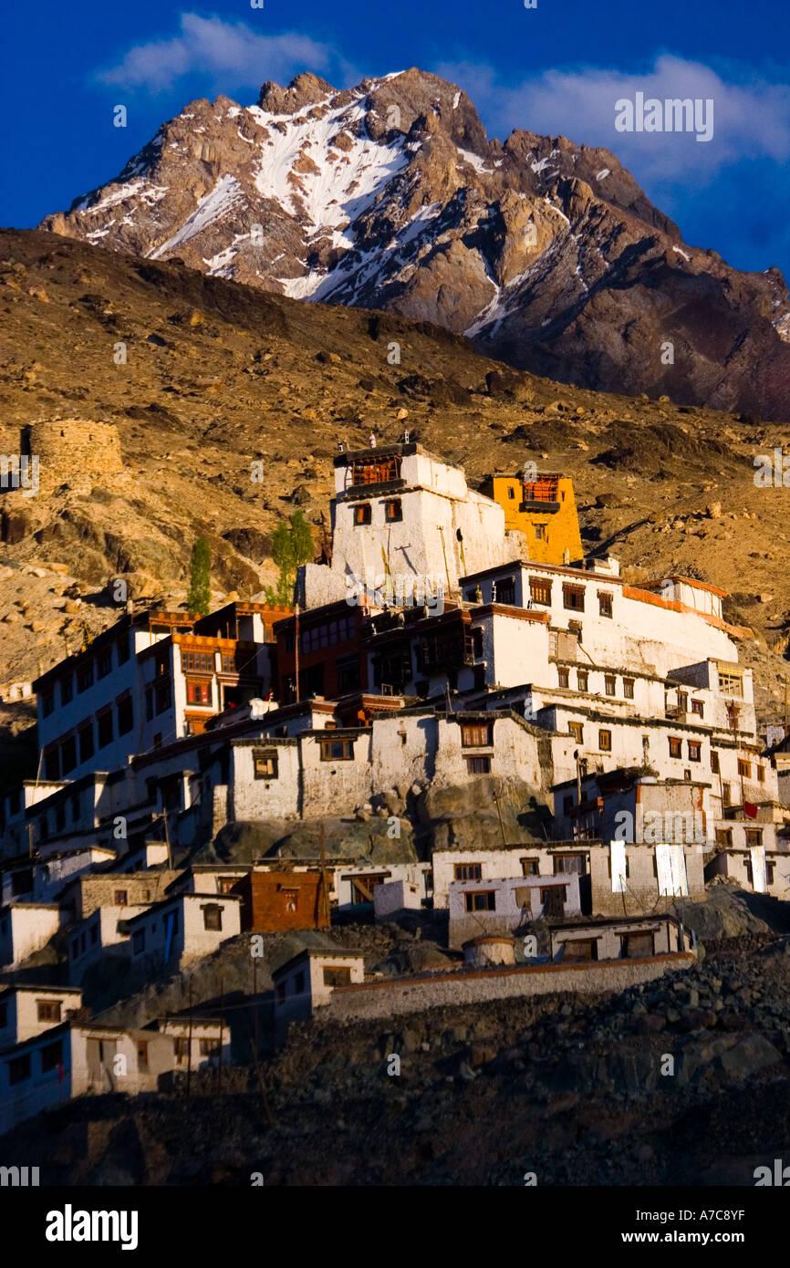 La bellissima Diskit Gompa all alba Valle di Nubra Ladakh Himalaya indiano Immagini Stock
