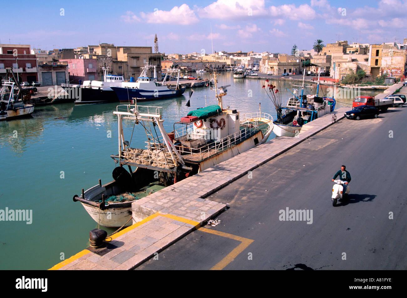 L Italia Sicilia Il Porto Di Mazara Del Vallo Foto Stock Alamy
