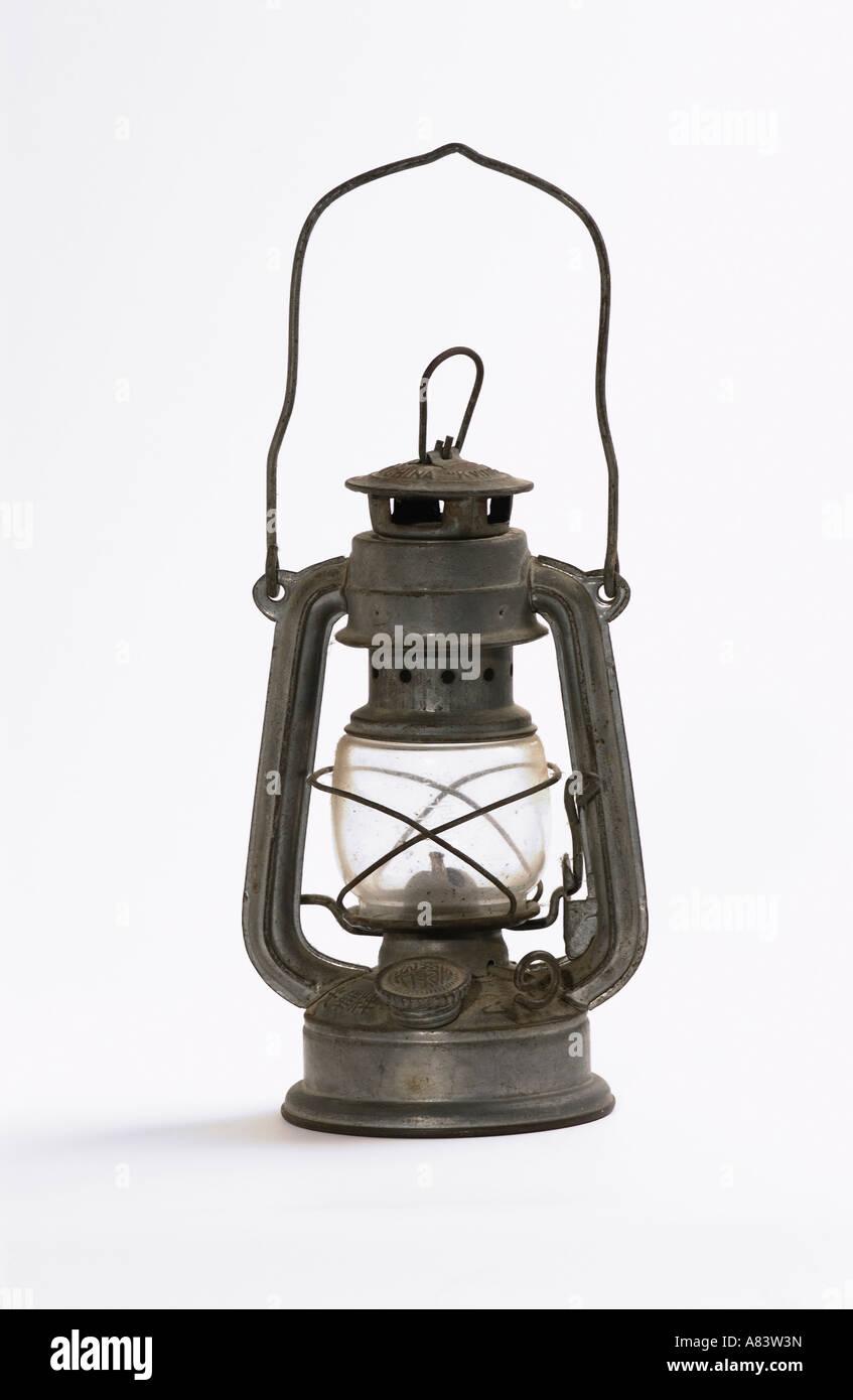 Paraffina lampada di uragano su sfondo bianco Immagini Stock