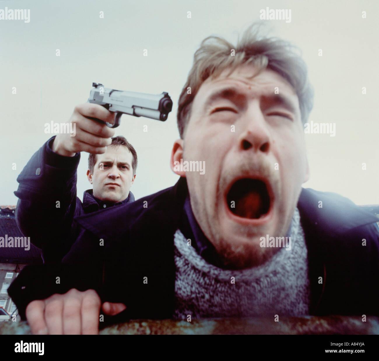 Le questioni sociali del crimine di aggressione pistola minaccia Immagini Stock