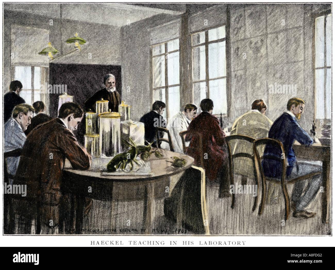 Ernst Haeckel insegnamento nel suo laboratorio all università di Jena in Germania. Colorate a mano di mezzitoni una illustrazione Immagini Stock