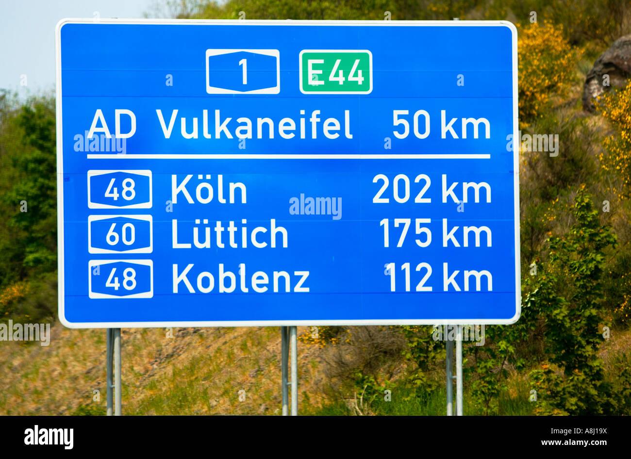 Autostrada tedesca destinazione segno di distanza, Germania, Europa Immagini Stock