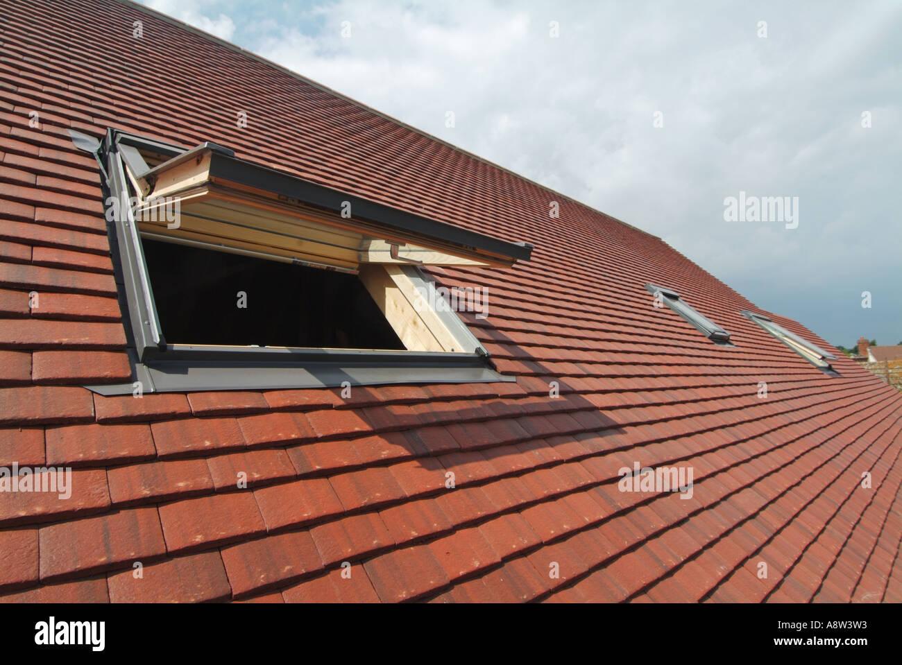 Luci del tetto installato nel re tetto di tegole per dare l