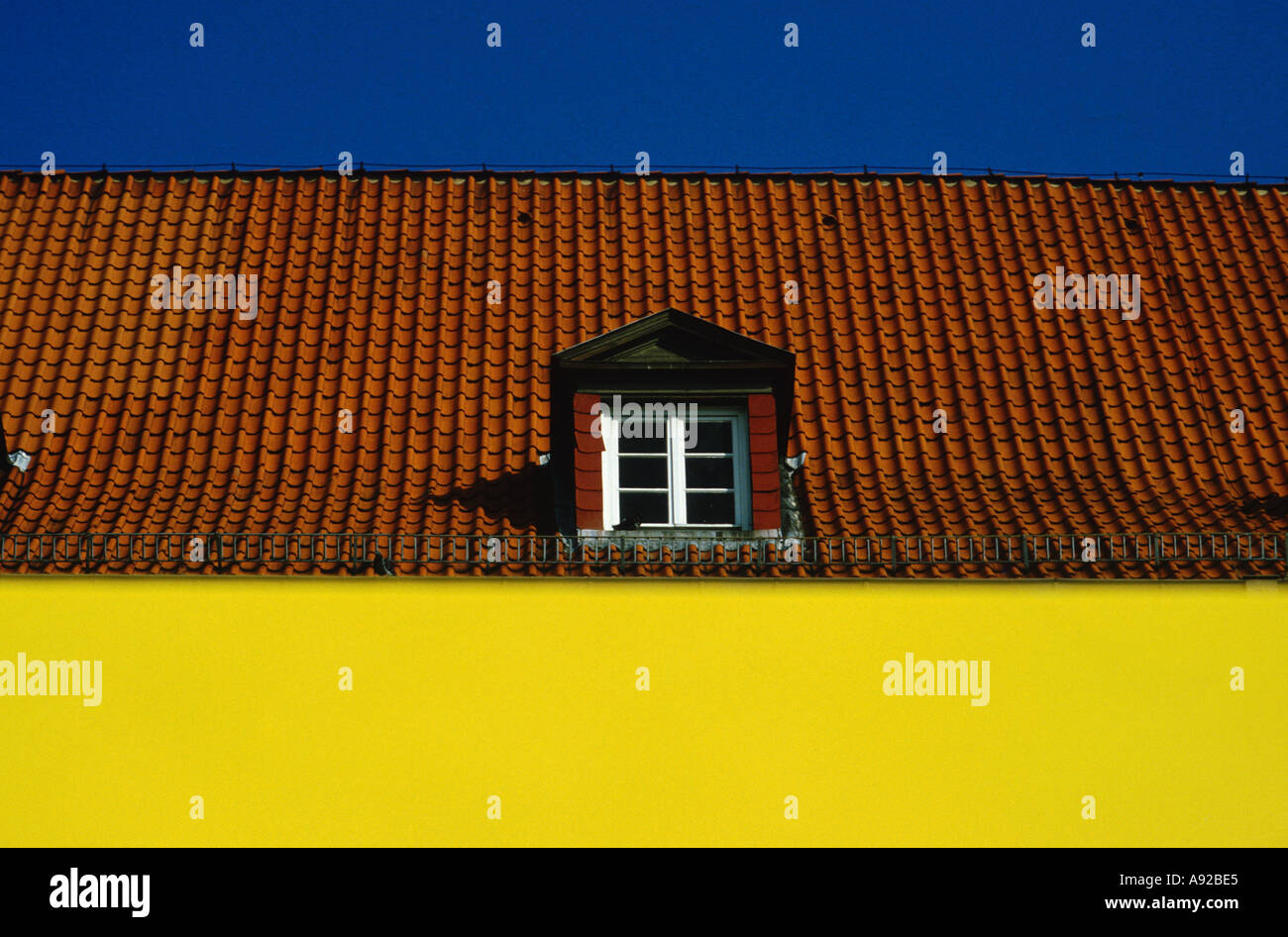 Casa costruzione tetto colorate piastrelle finestra finestra di