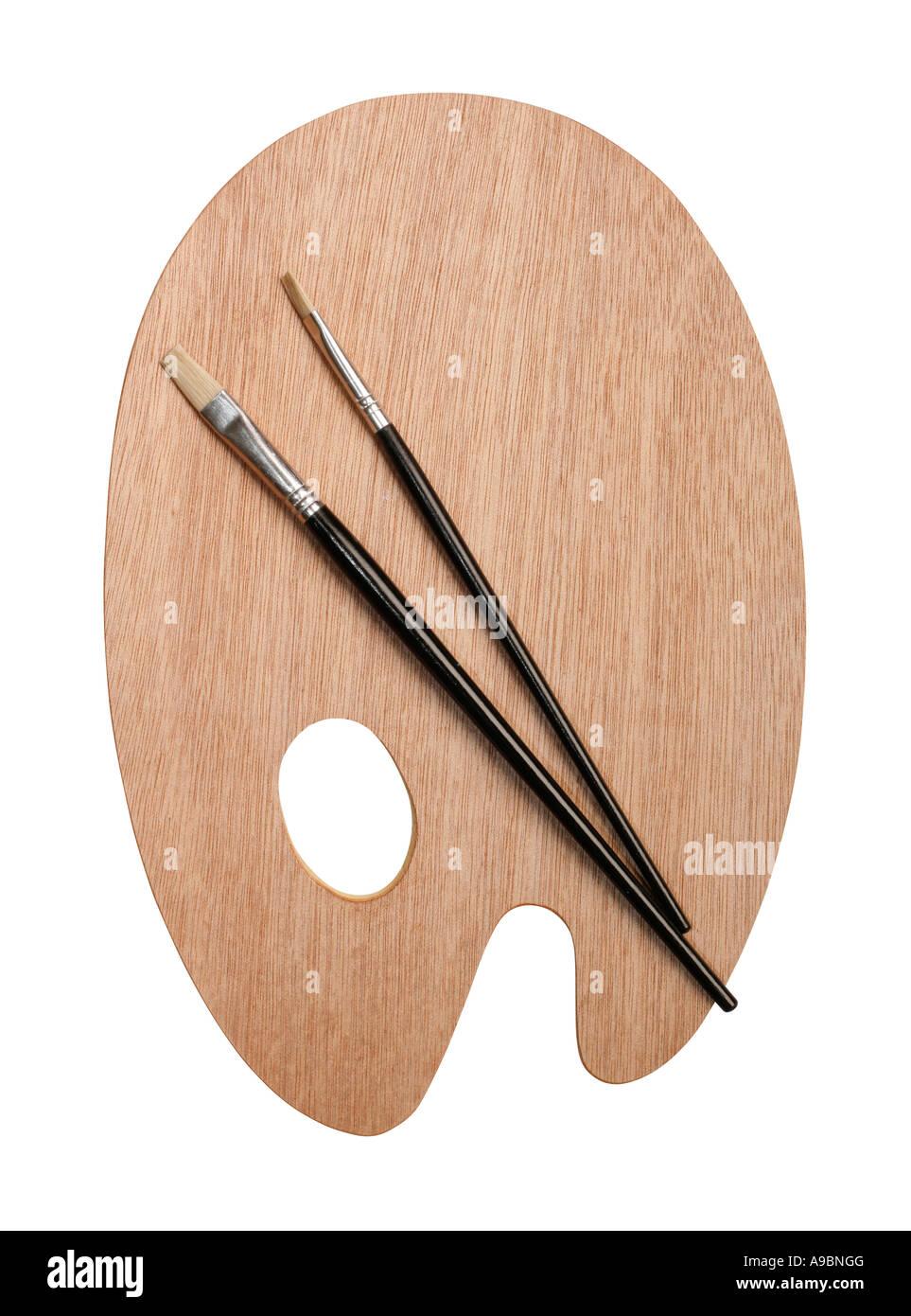 Artista tavolozza e pennello isolato su bianco con tracciato di ritaglio Immagini Stock