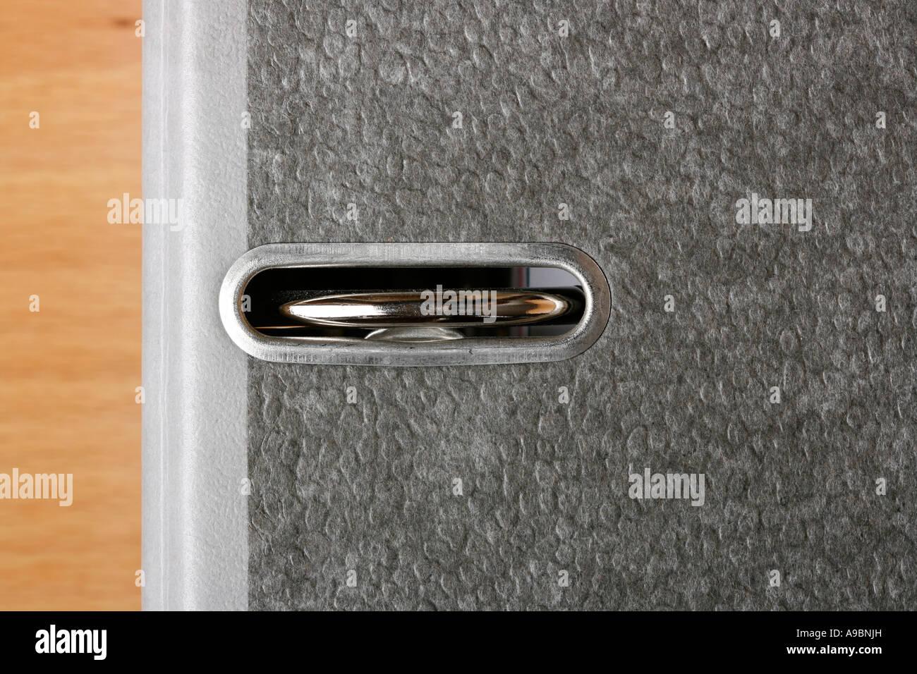 Close up di un legante ad anello pieno di file organizzati Immagini Stock