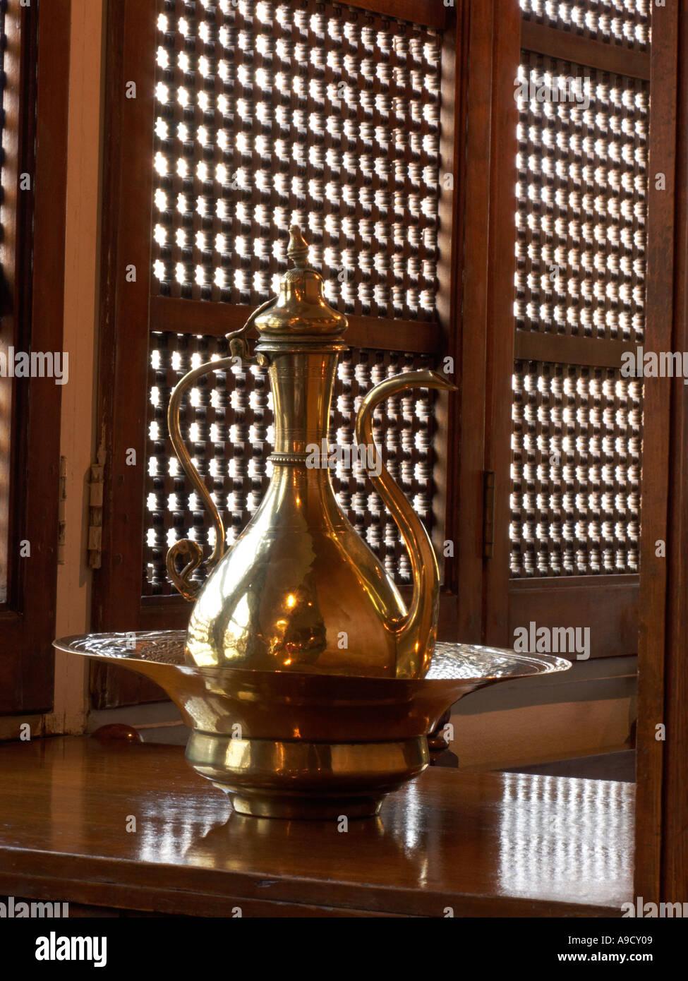 Tall lampada ad olio in hotel bar Cairo Egitto Immagini Stock