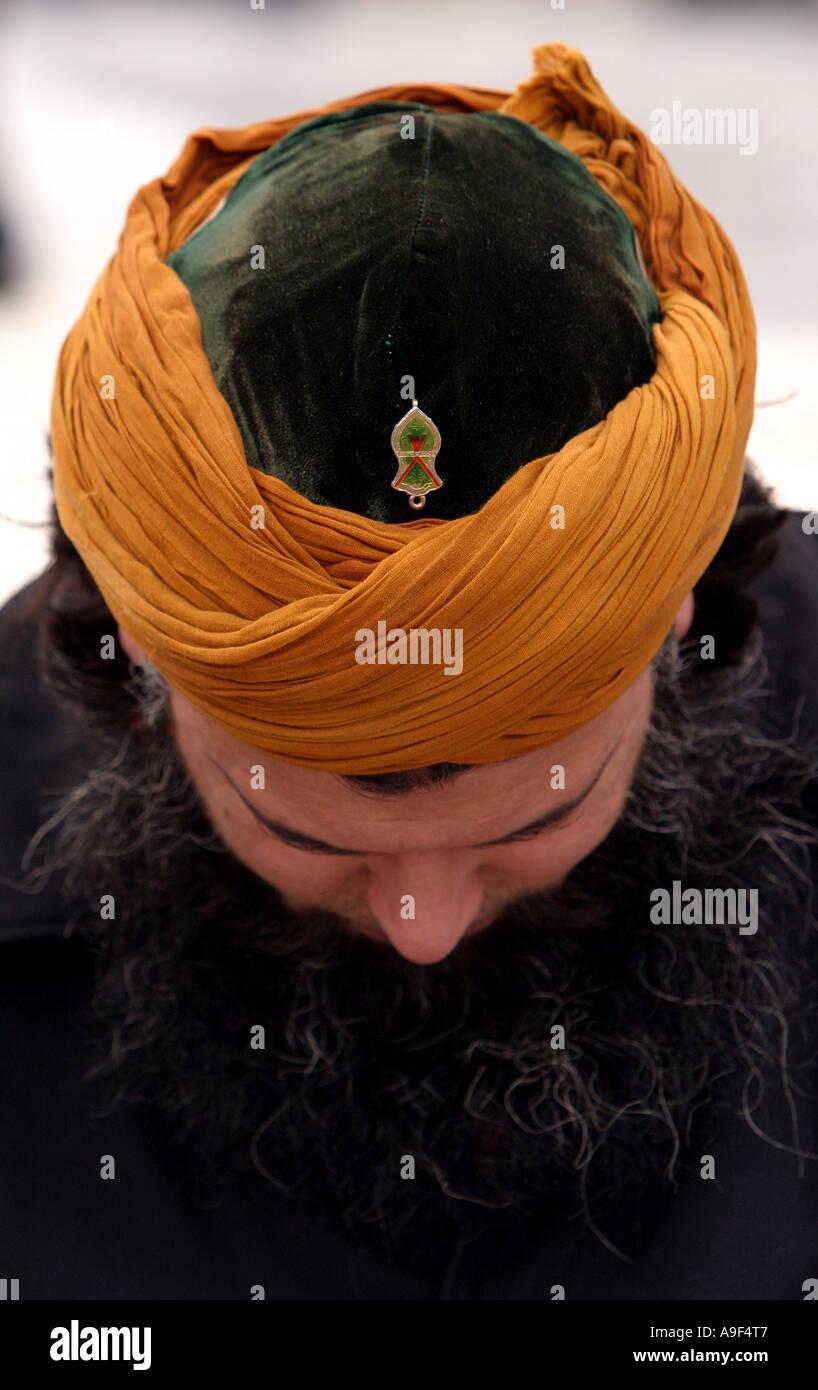 Un musulmano prega a Trafalgar Square durante un rally aginst la pubblicazione delle vignette del profeta Maometto, Londra, 18 febr. 2006 Immagini Stock