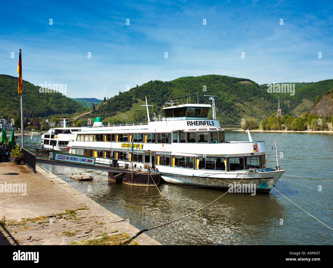 Germania - crociera sul fiume Reno barca ancorata al fronte fiume a Boppard sul fiume Reno Germania Europa Immagini Stock