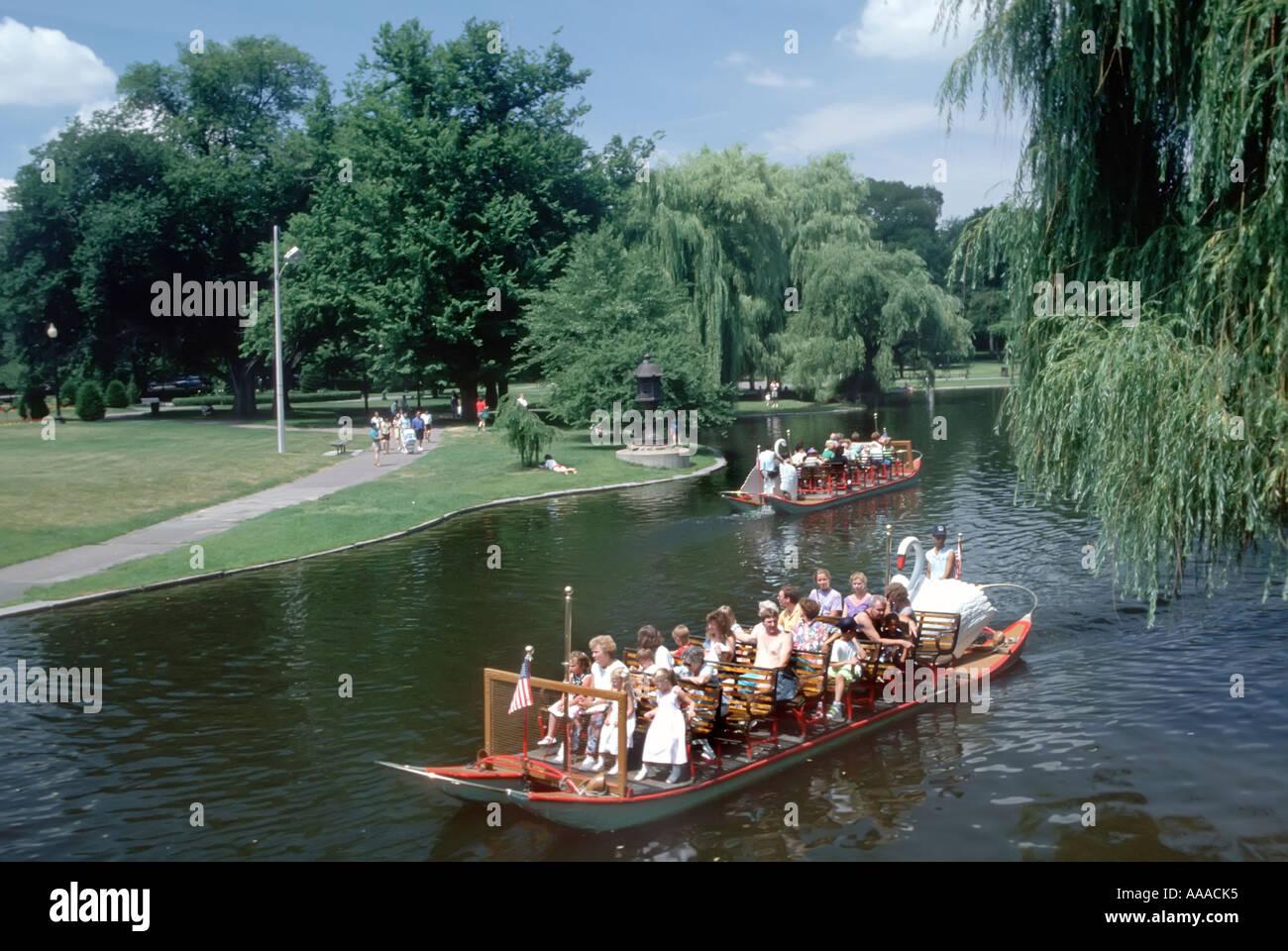 Le persone godono di Swan Boat Boston Massachusetts MA Immagini Stock