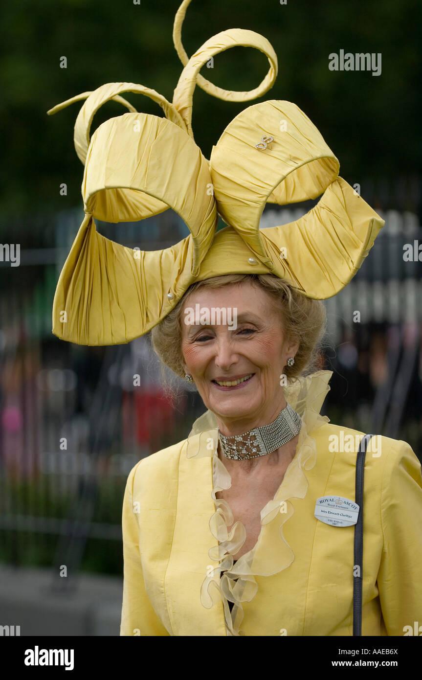 Stravaganti cappelli a Royal Ascot ... 433630b59641