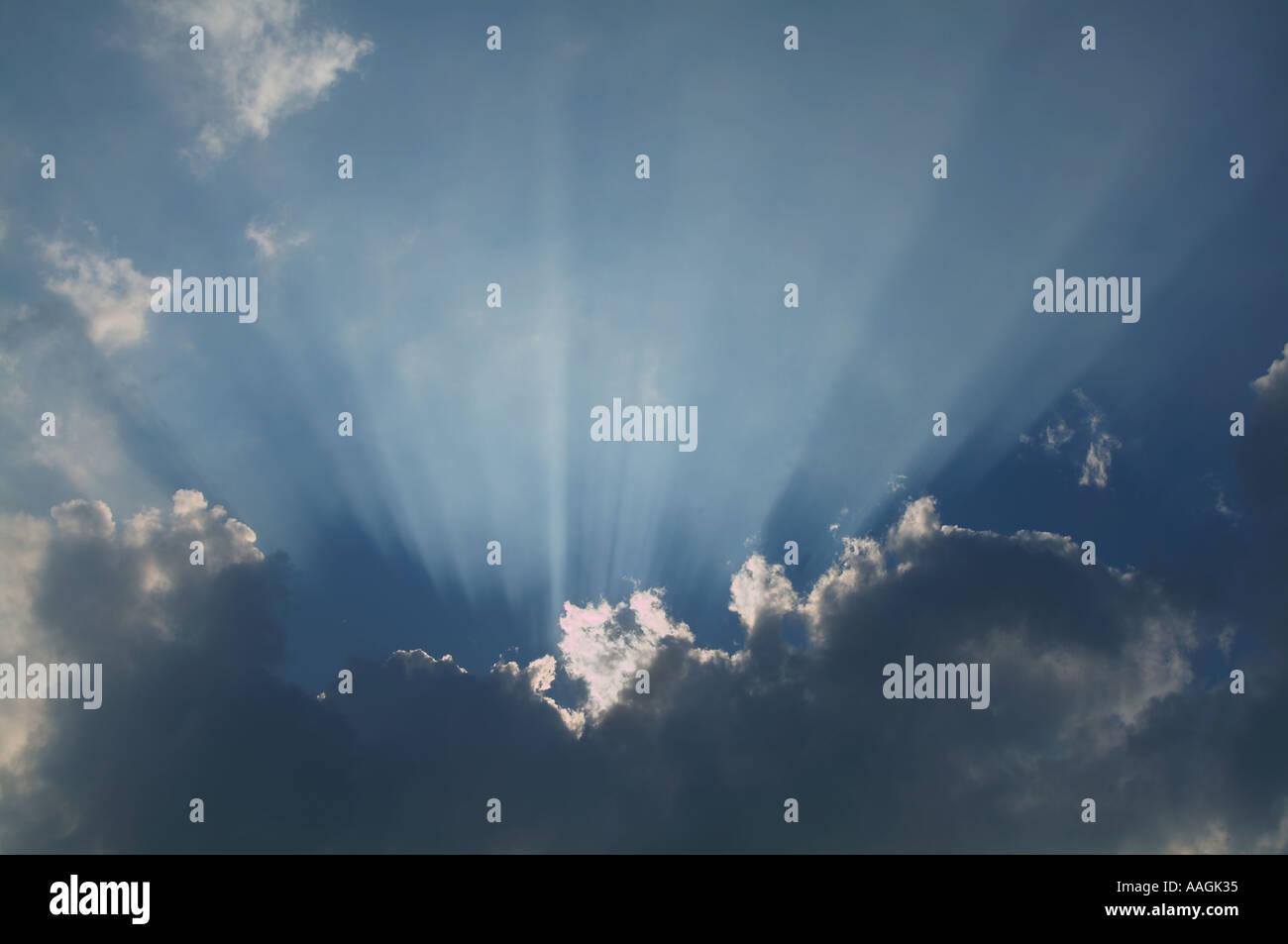 La Credenza Religiosa : Dio cielo religione angel credenza raggi di luce la morte vita