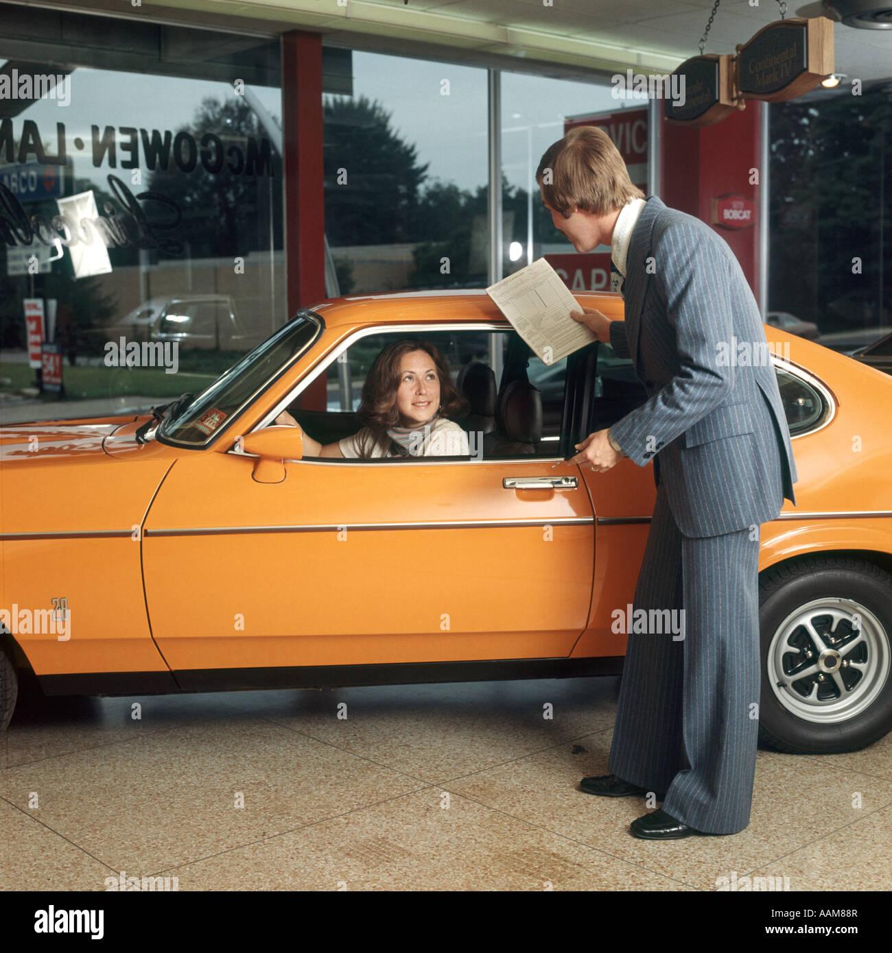 Donna Alla Guida Di Auto Di Colore Arancione Come Ottenere