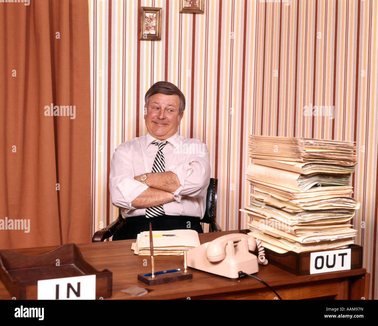 BUSINESS Uomo alla scrivania Immagini Stock