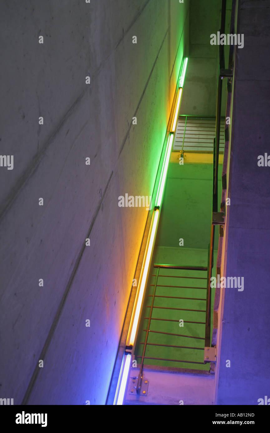 Luci Al Neon Per Ufficio.Ufficio Moderno Scala Edificio Illuminazione Creando Un Lugubre