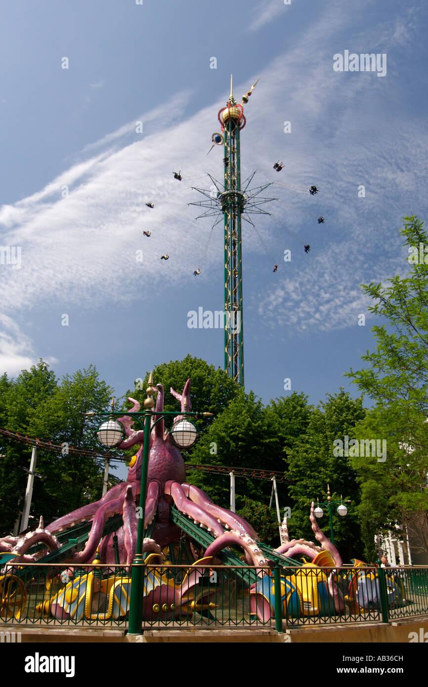 Vista interna del parco divertimenti giardini di tivoli a copenaghen foto immagine stock - Giardini di tivoli copenaghen ...