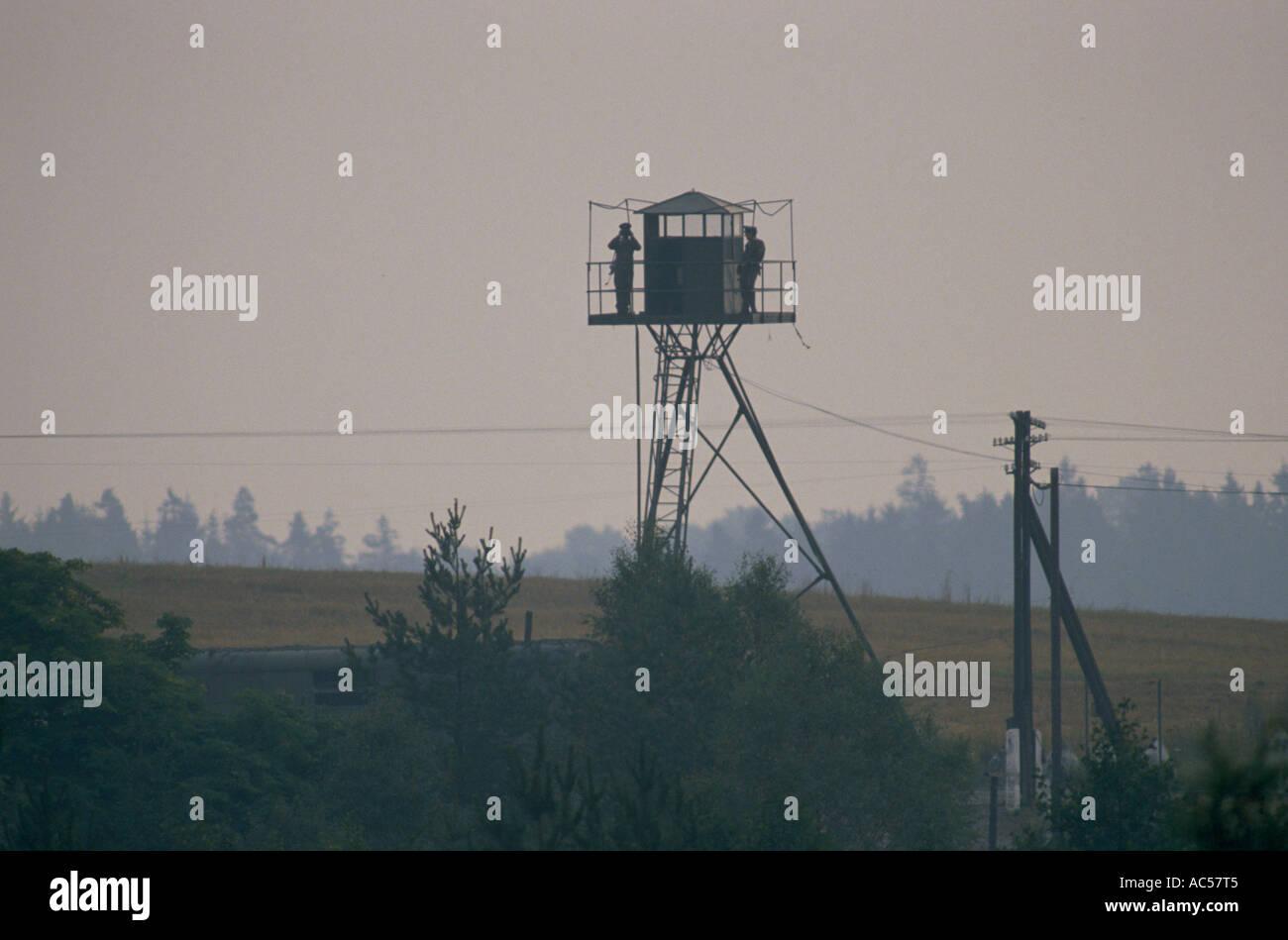 Cortina di ferro CZECH torre di osservazione nei primi albori 1989 la caduta del comunismo Immagini Stock