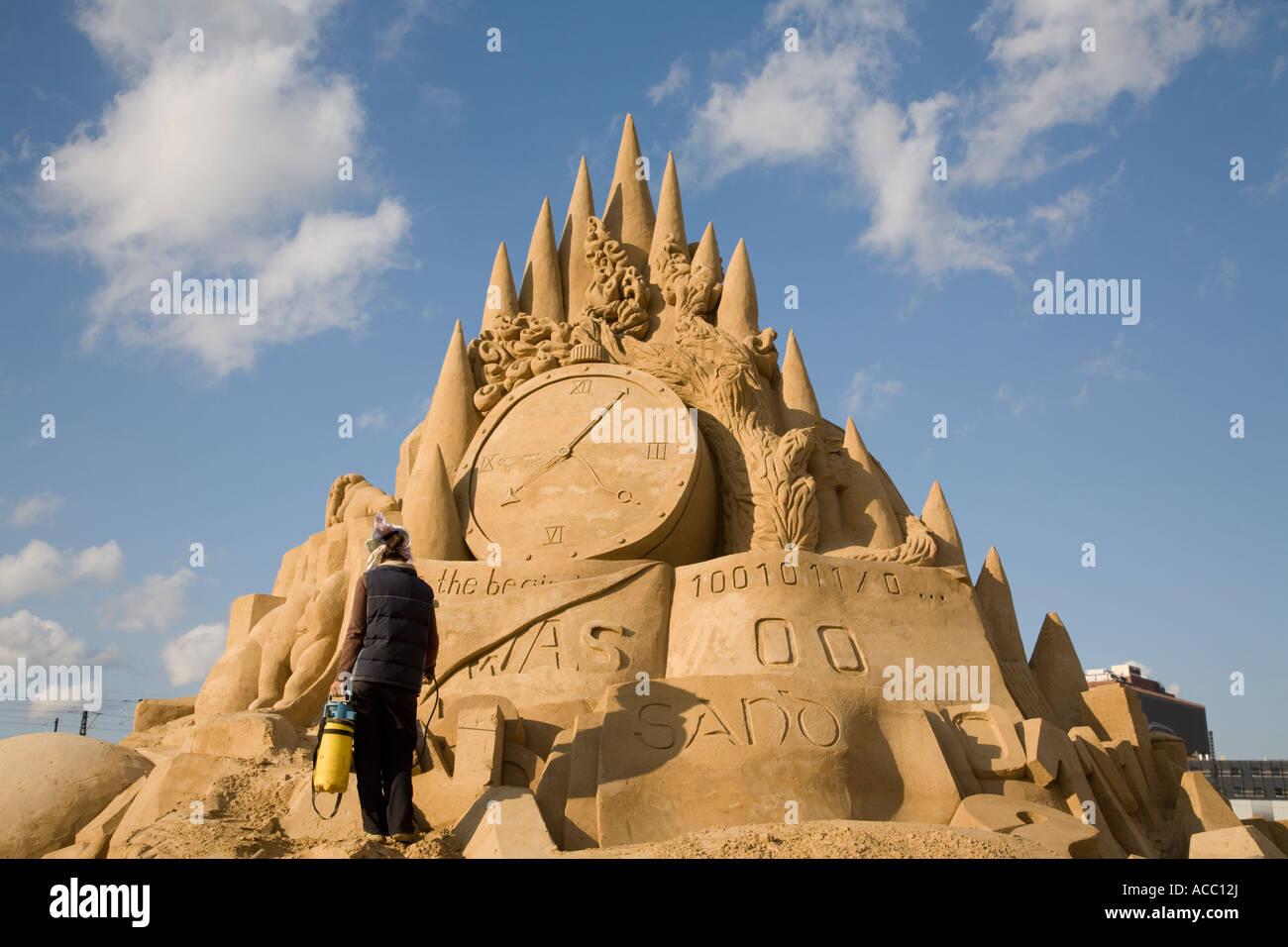La scultura Titel: piccolo sogno di Paradiso sulla Terra, da grandi team di scultura, Sandsation 2007 Berlino, Germania Immagini Stock