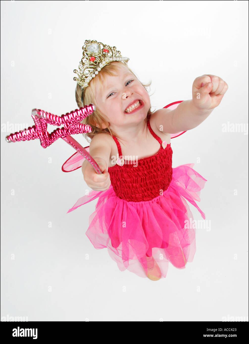Bambina vestito come fata con la bacchetta e corona Immagini Stock