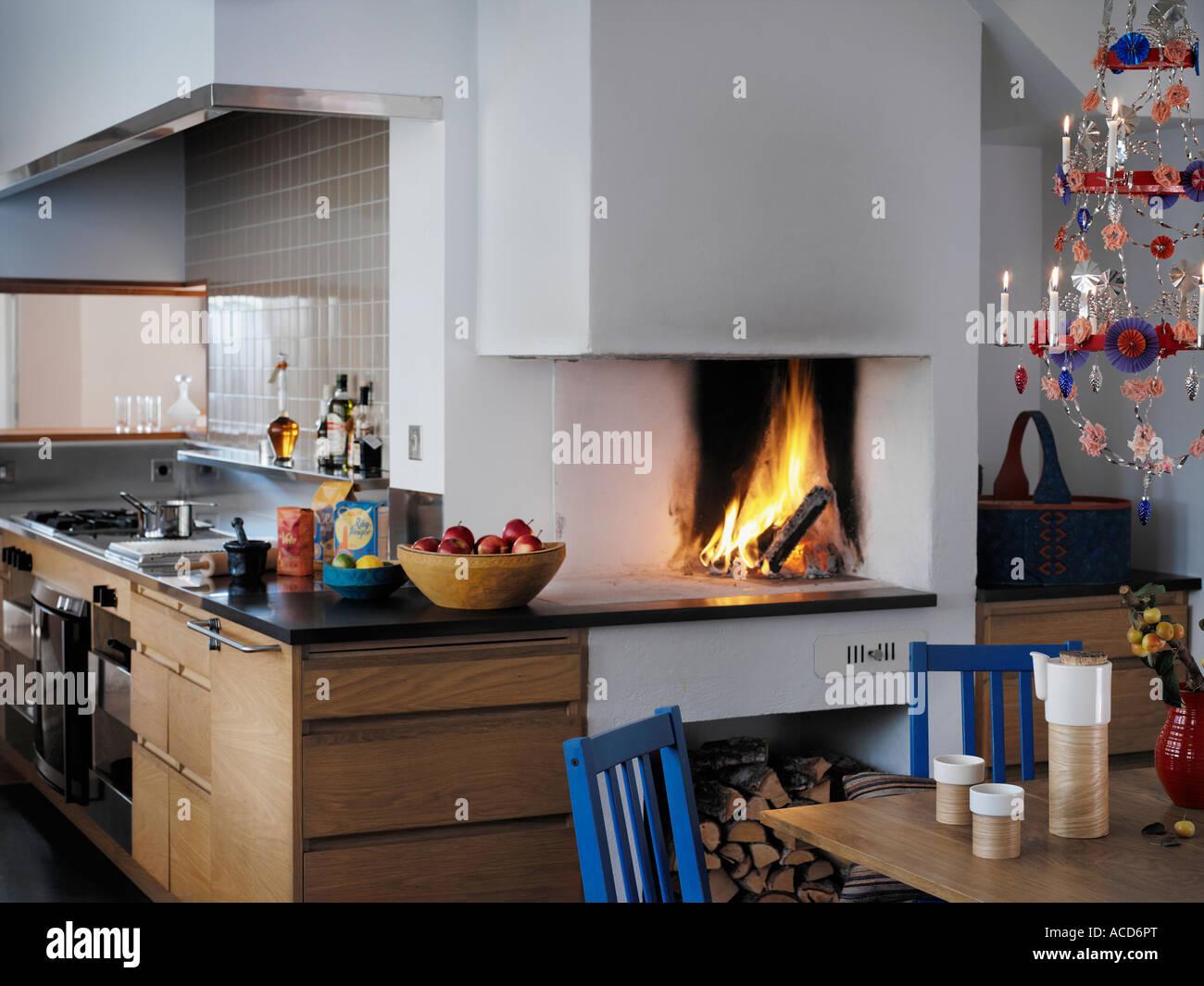 Cucina con camino Foto & Immagine Stock: 13120175 - Alamy