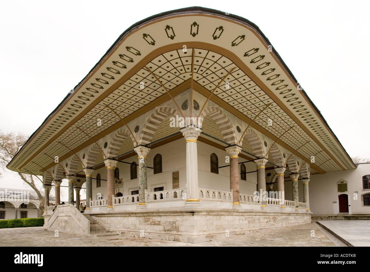 Il Divano Di Istanbul.Il Divano Letto In Camera Il Palazzo Topkapi Ad Istanbul In Turchia
