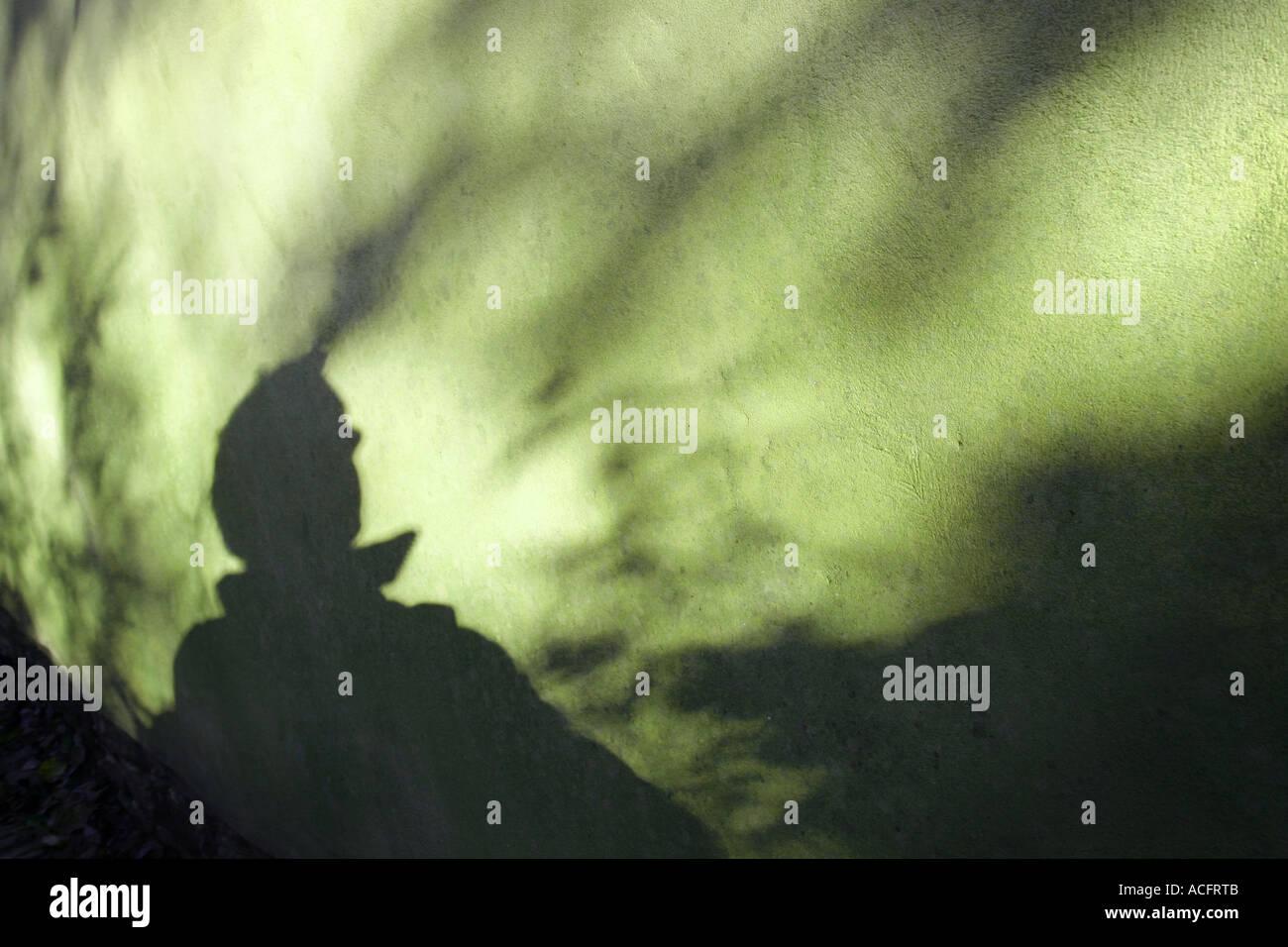 Foto di un mans ombra su una parete Immagini Stock