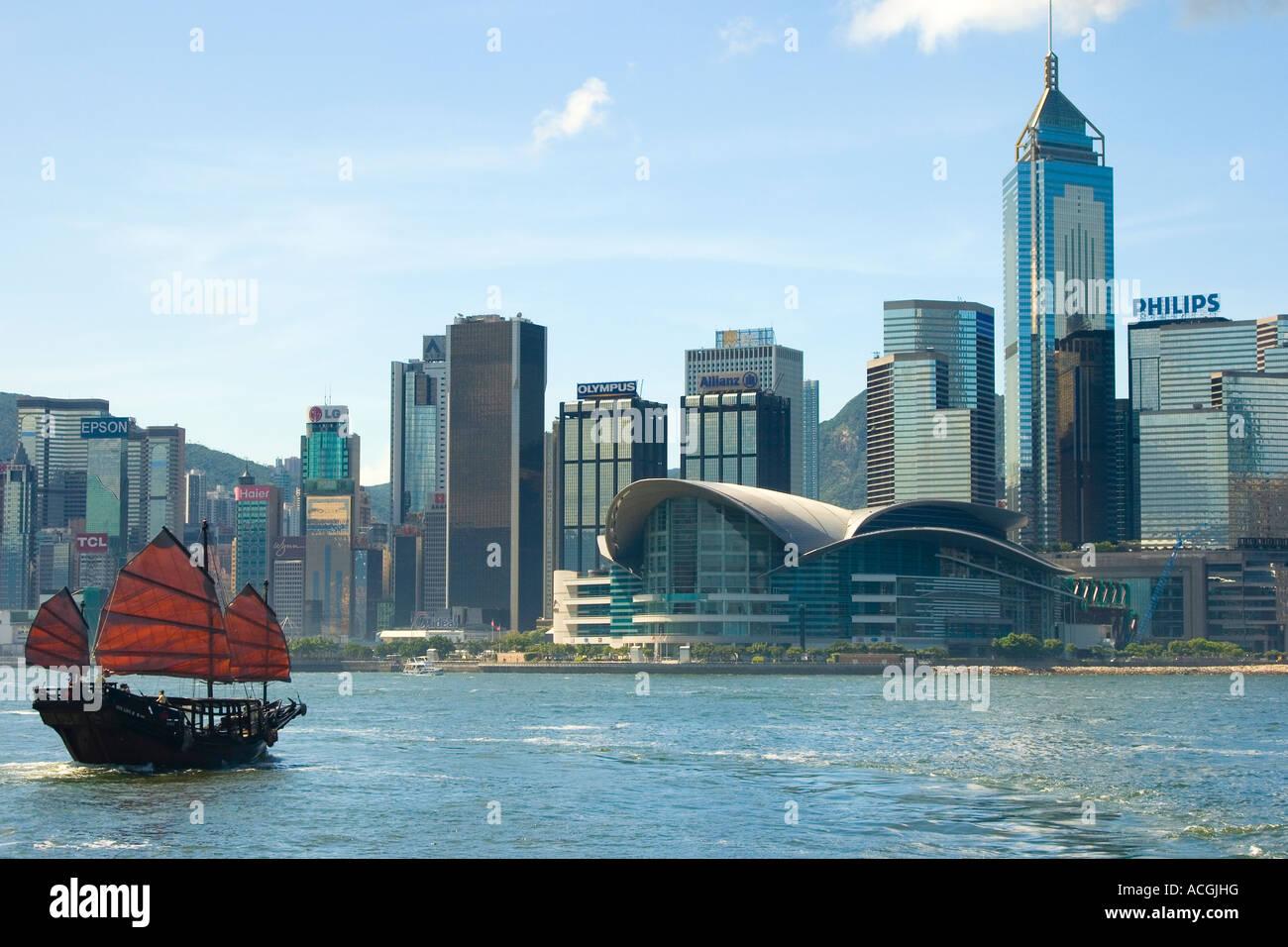 Duk Ling Cinese tradizionale Giunca Vela e Hong Kong Convention Centre di Hong Kong Cina Immagini Stock