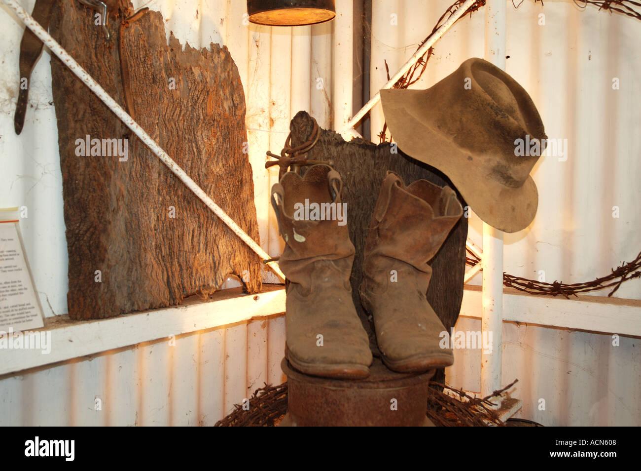 Vecchio episteme hat e R M Williams stivali outback Australia dsc 2363 Immagini Stock