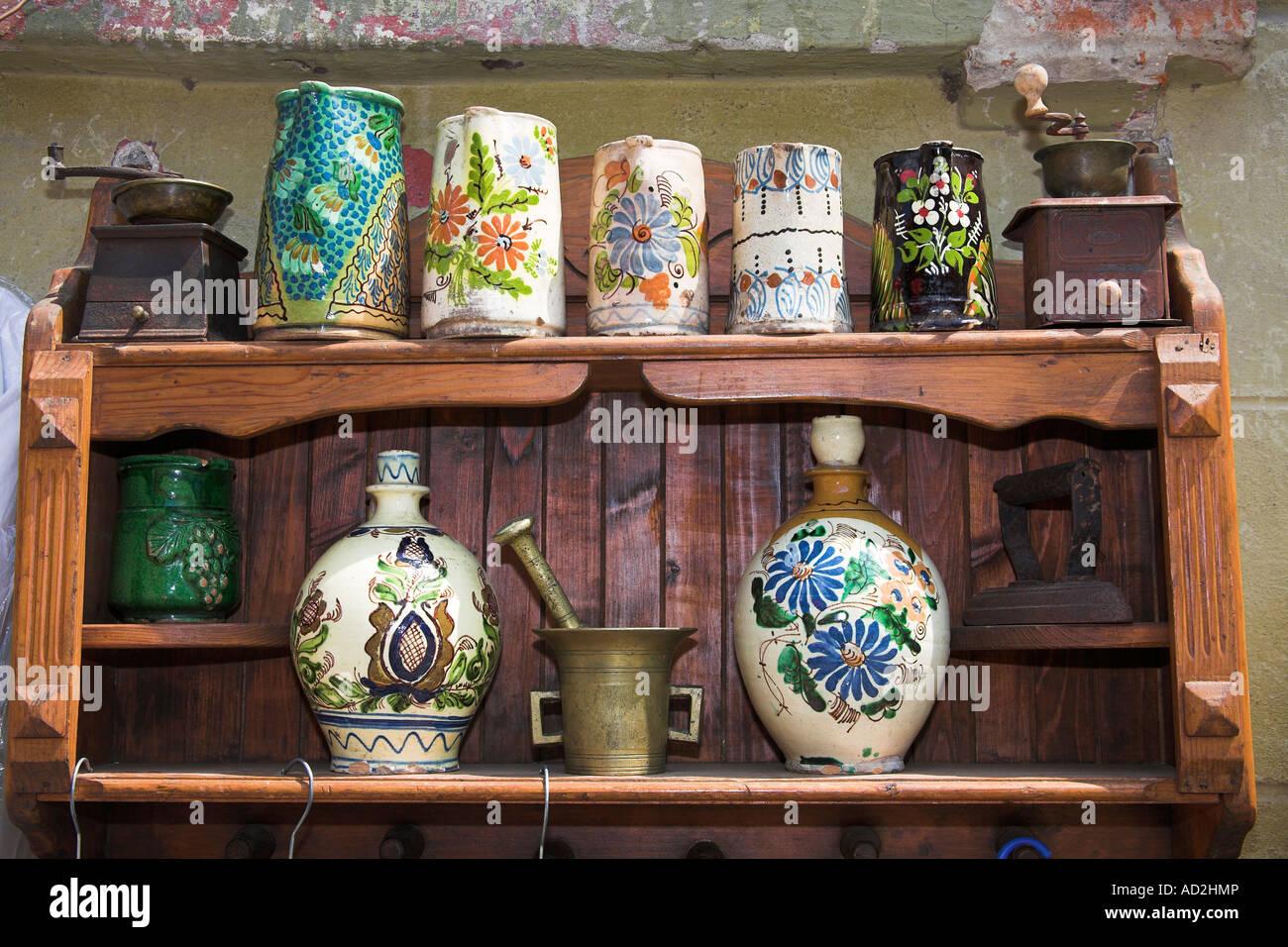 Oggetti Antichi In Vendita.Antichi Oggetti In Ceramica Per La Vendita Su Scaffalatura