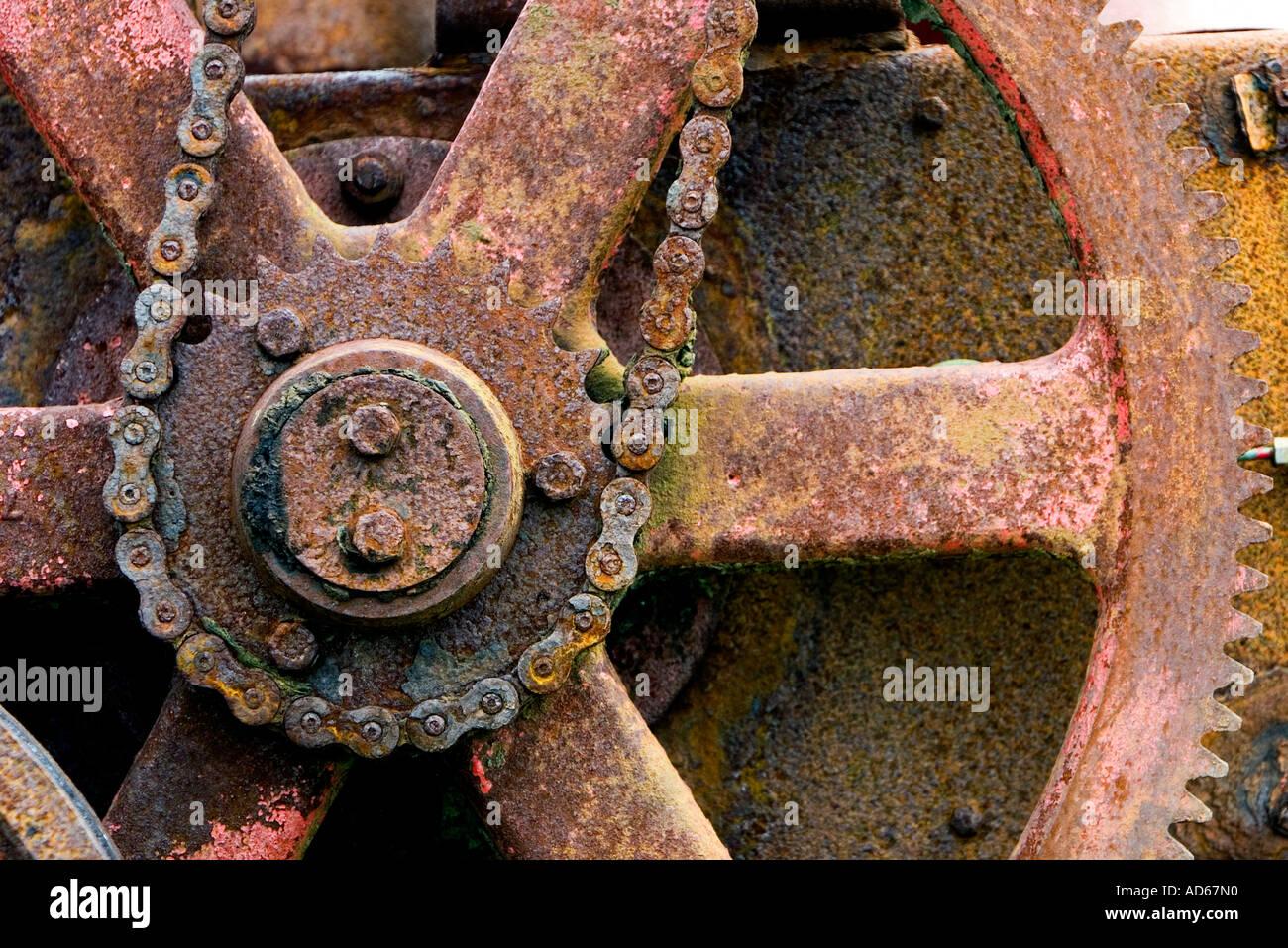Vecchio corroso catena azionata per macchinari agricoli Immagini Stock