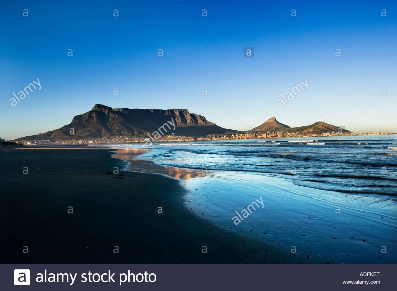 Table Mountain Lions Head e Signal Hill Città del Capo in Sud Africa da nord Immagini Stock
