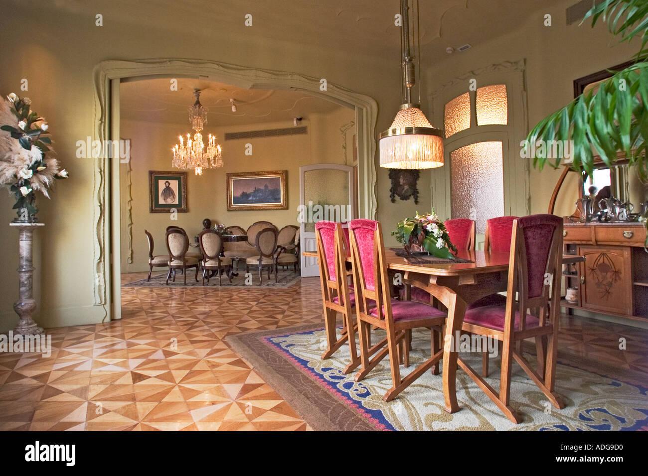 Barcellona Spagna soggiorno sala da pranzo Casa Mila aka La Pedrera ...