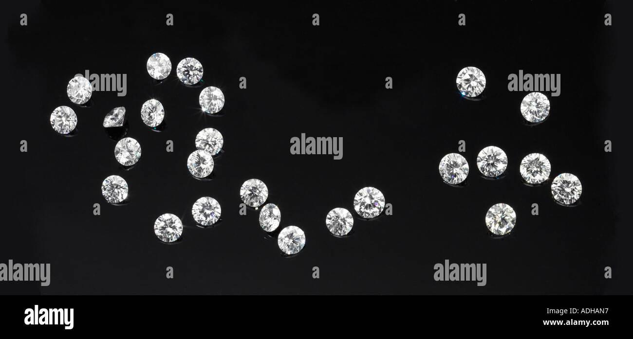 Diamanti su uno sfondo nero Immagini Stock