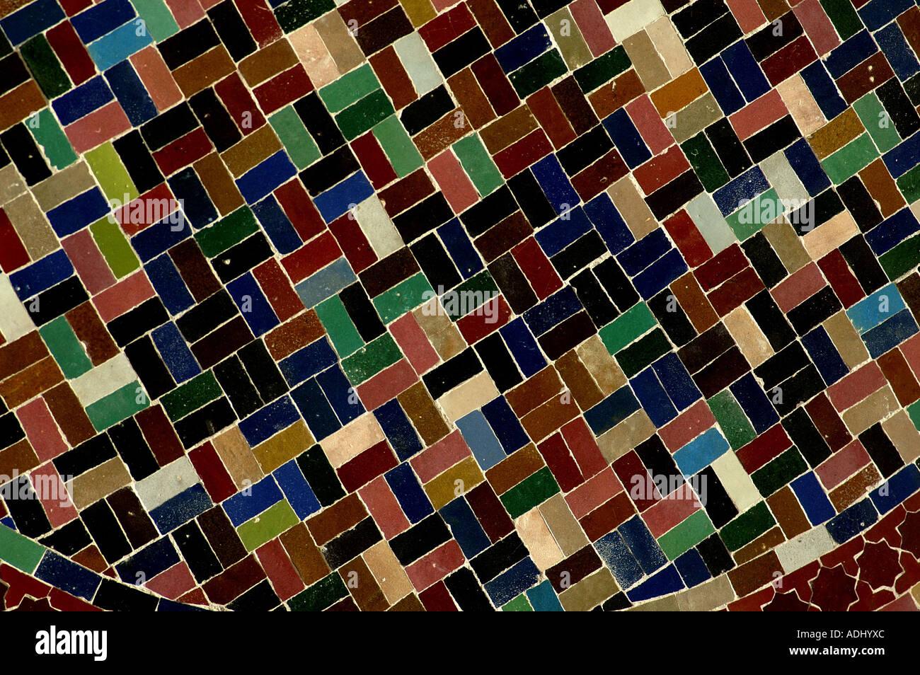 Mosaico pezzi colorati di piastrelle in ceramica opere di argilla
