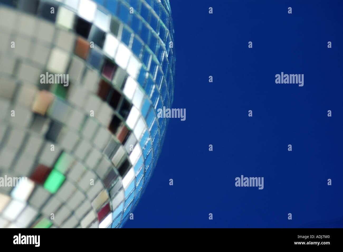 Discoteca sfera dello specchio da vicino Immagini Stock