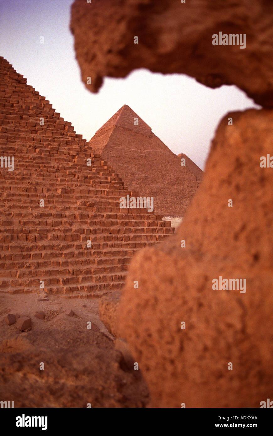 Le piramidi di Giza vicino al Cairo in Egitto Foto Stock
