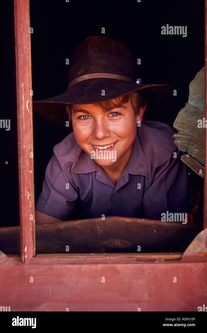 Giovane ragazzo, outback Australia Immagini Stock