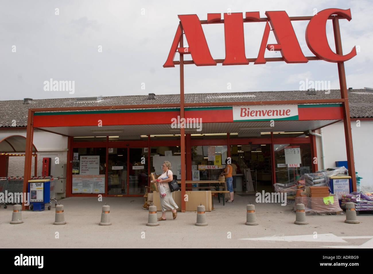 ATAC store Nolay in Francia la Cote D'Or Bordeaux Francia Immagini Stock
