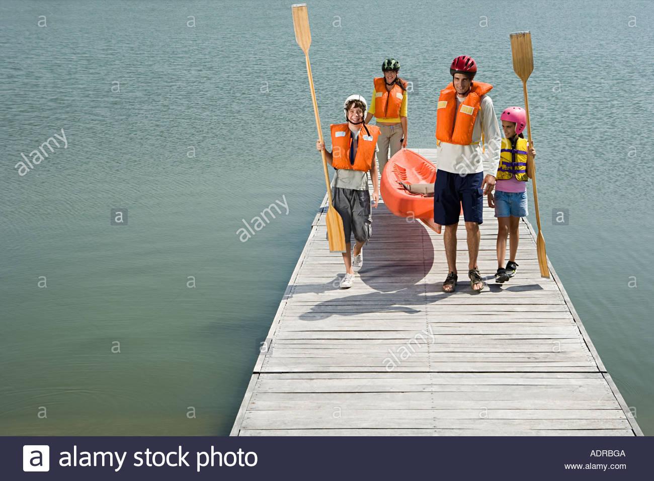 Famiglia in canoa Immagini Stock
