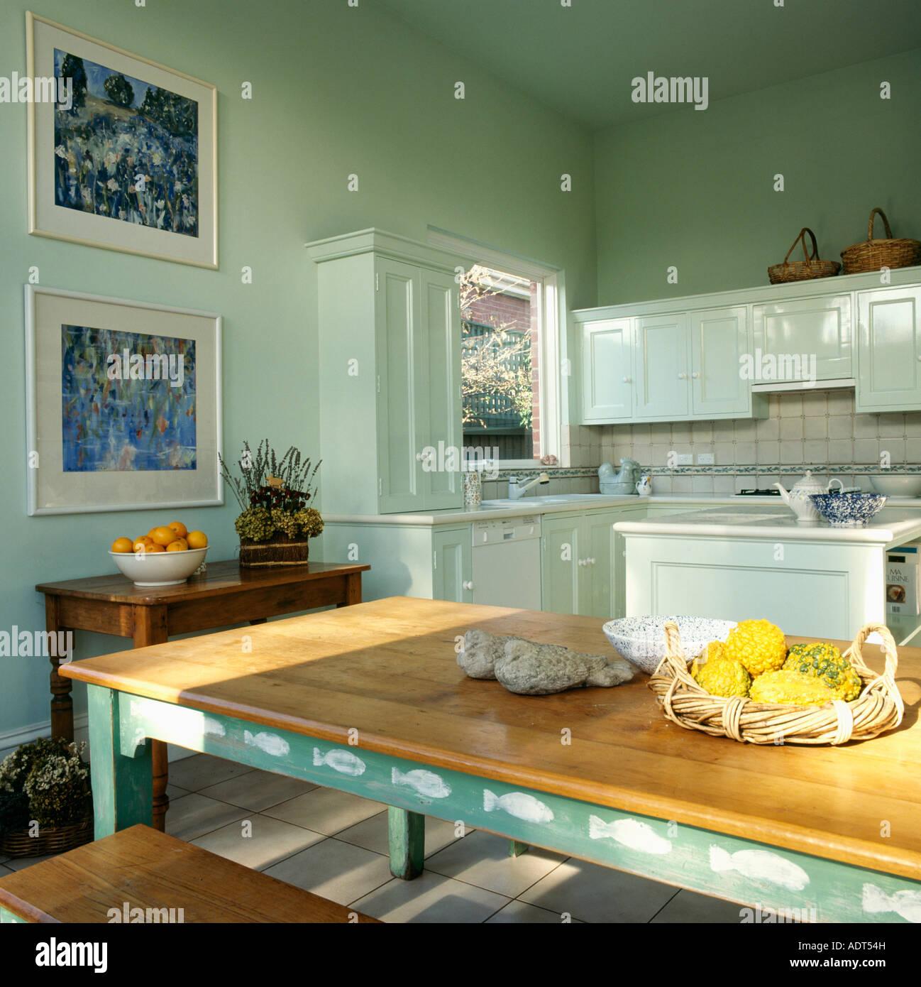 Stencil Per Cucina Moderna.La Tecnica A Stencil Bianco Sul Tavolo Verde Con Piano In