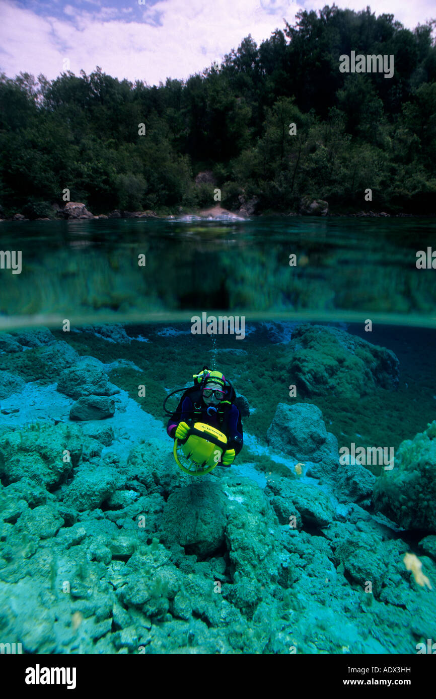Immersioni subacquee con gli scooter di Cornino Lago Friuli Italia Immagini Stock