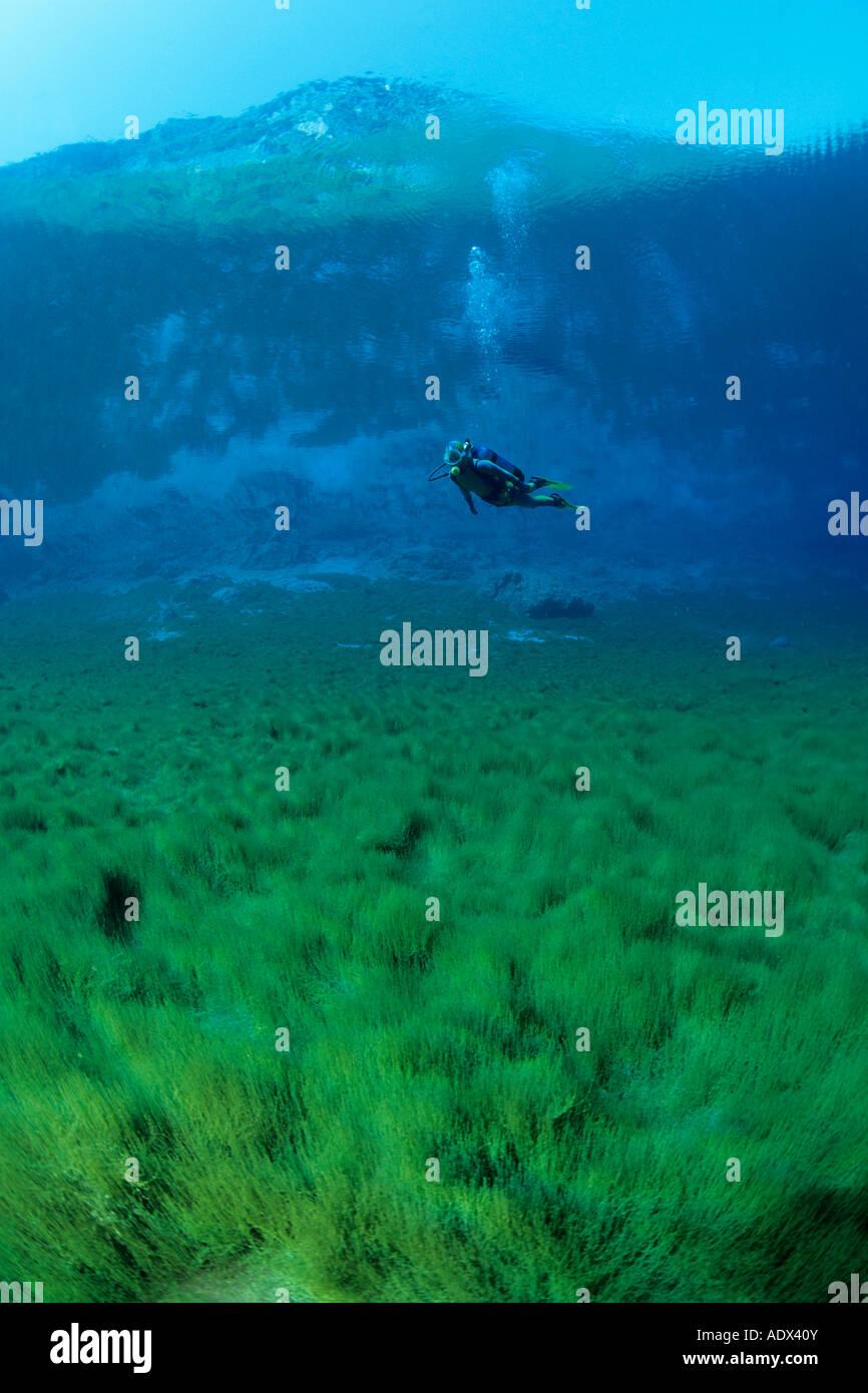 Immersioni subacquee a Cornino Lago Friuli Italia Immagini Stock