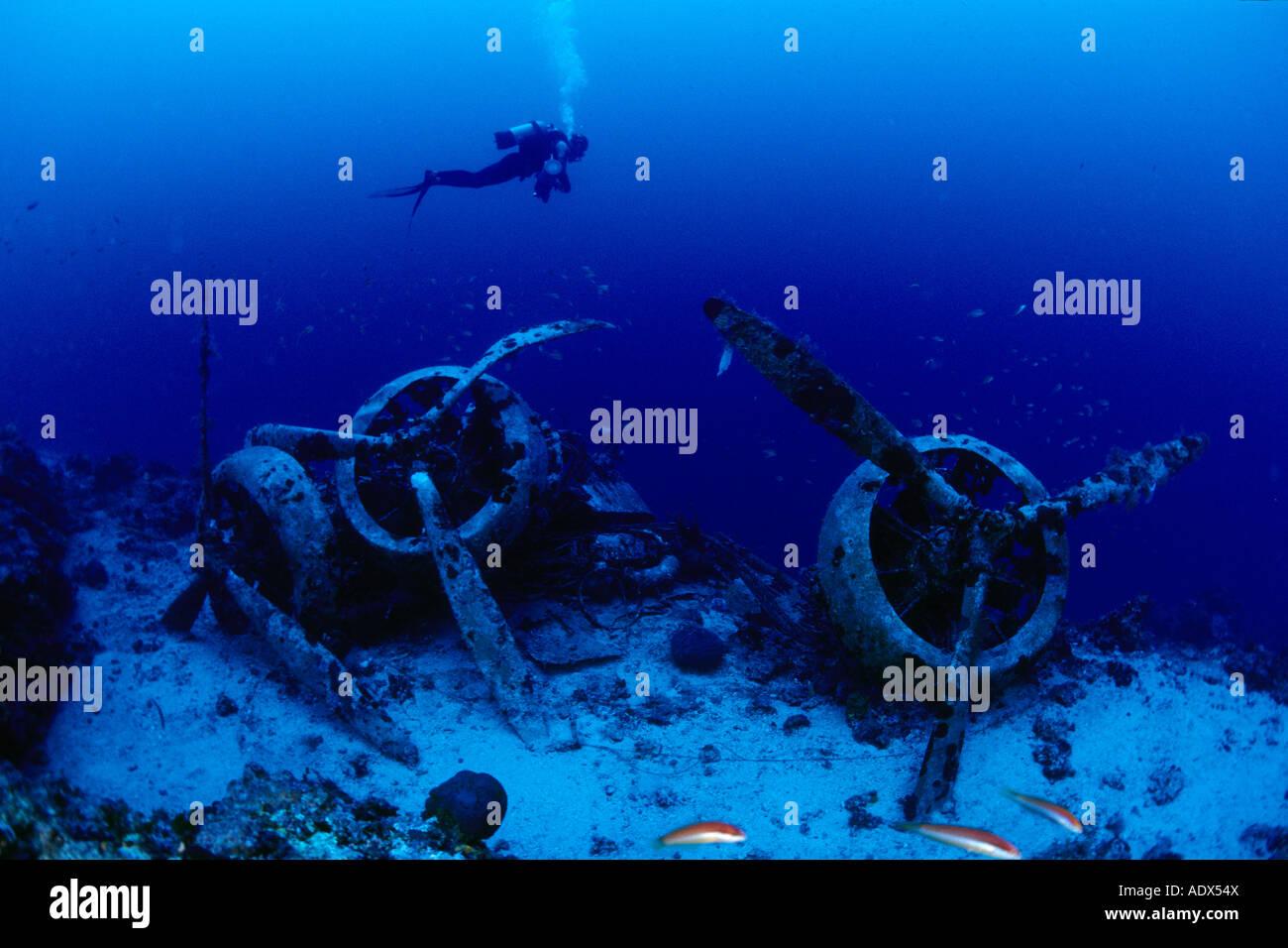 Scuba Diver al relitto aereo Savoia Marchetti SM 79 2 Kas Lycia Regione Mar Mediterraneo Turchia Immagini Stock