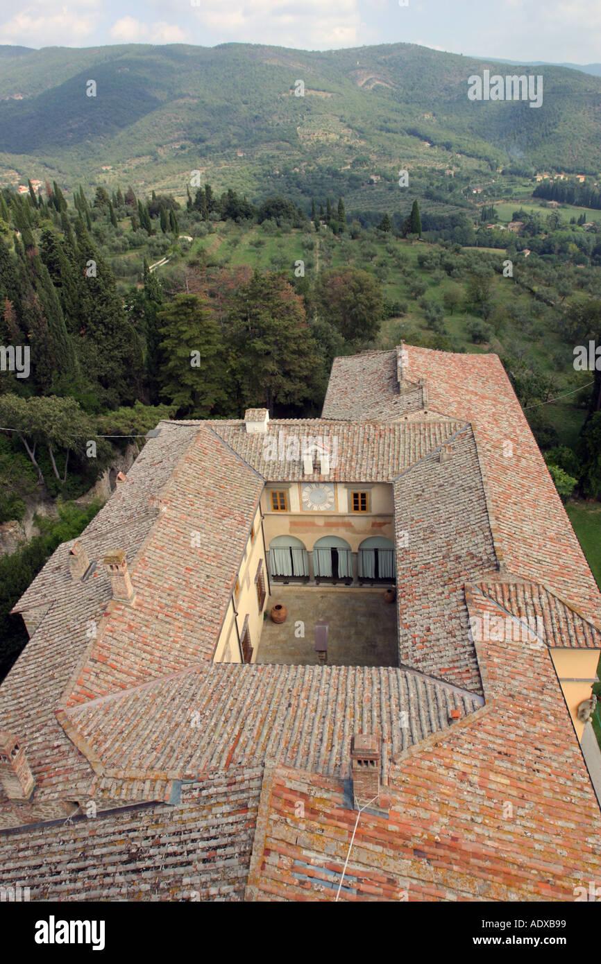 Il Palazzone guardando giù dalla sua torre Cortona Italia Foto Stock