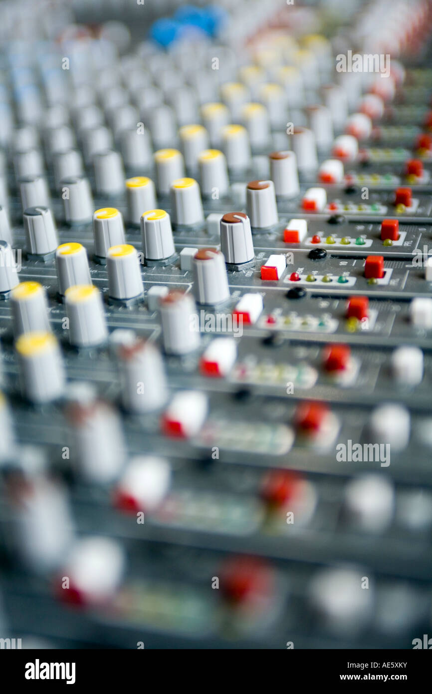Volume e dissolvenza controlli su di un sistema audio Immagini Stock